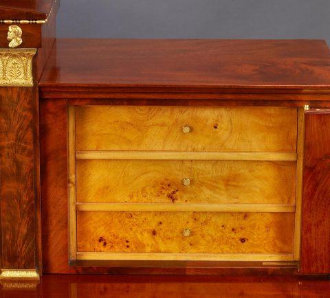 Schubladen des wiederentdeckter königlicher Schreibtisch, Kunsthandel Mühlbauer