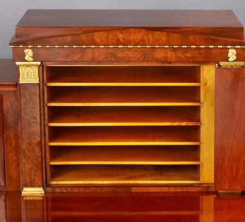Schubfächer des wiederentdeckter königlicher Schreibtisch, Kunsthandel Mühlbauer