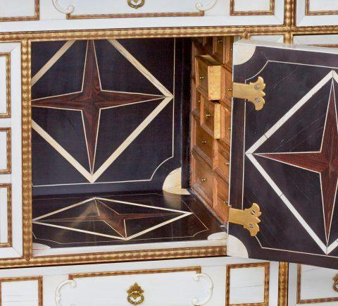 Melchior Baumgartner, Detail Intarsien Elfenbein-Kabinettschrank, Kunsthandel Mühlbauer