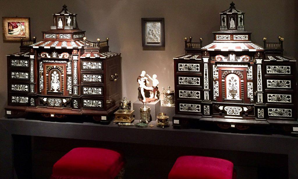 Messeimpressionen, Kabinettschränke, Kunsthandel Mühlbauer