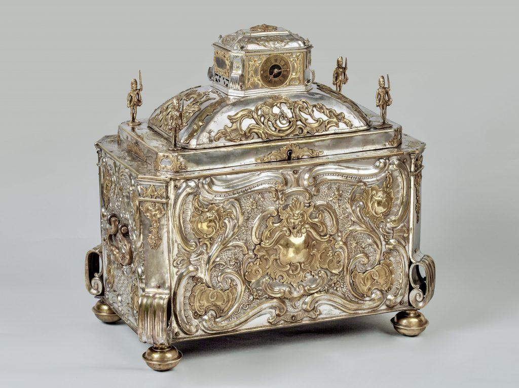 Prunktruhe mit Uhrwerk gefertigt für Fridericus Rex zu Preussen, Schrägansicht, Kunsthandel Mühlbauer