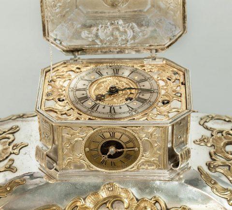 Prunktruhe mit Uhrwerk gefertigt für Fridericus Rex zu Preussen, Deckel geöffnet, Detail Uhrwerk,Kunsthandel Mühlbauer