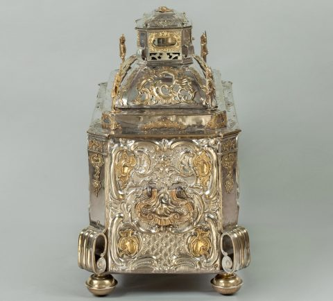 Prunktruhe mit Uhrwerk gefertigt für Fridericus Rex zu Preussen, Seitenansicht, Kunsthandel Mühlbauer