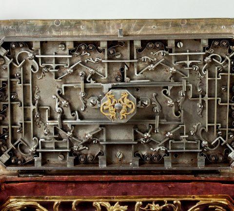 Prunktruhe mit Uhrwerk gefertigt für Fridericus Rex zu Preussen, Riegel, Kunsthandel Mühlbauer