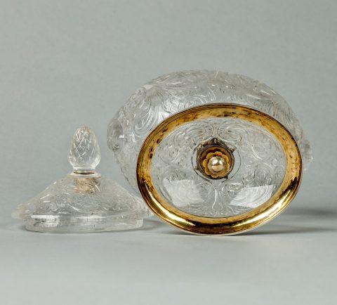Bergkristall-Deckelschale mit Gold-Email-Montierung, Deckel und Fuss, Kunsthandel Mühlbauer